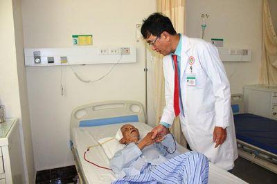 Cụ ông 85 tuổi bị xuất huyết não được cứu sống nhờ gây mê, hồi sức tốt